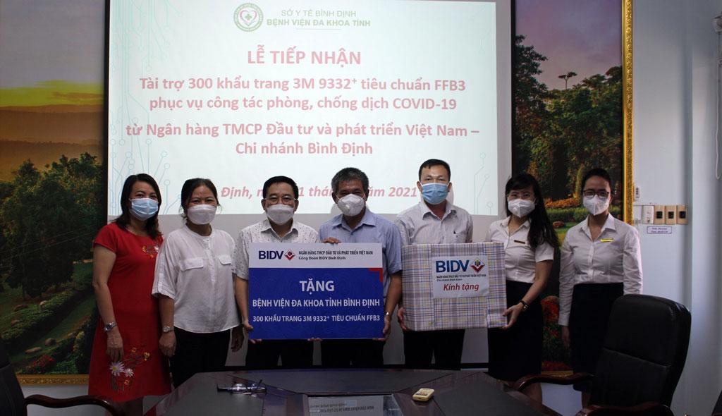 BIDV Bình Định tài trợ 300 khẩu trang 3M 9332+ tiêu chuẩn FFB3