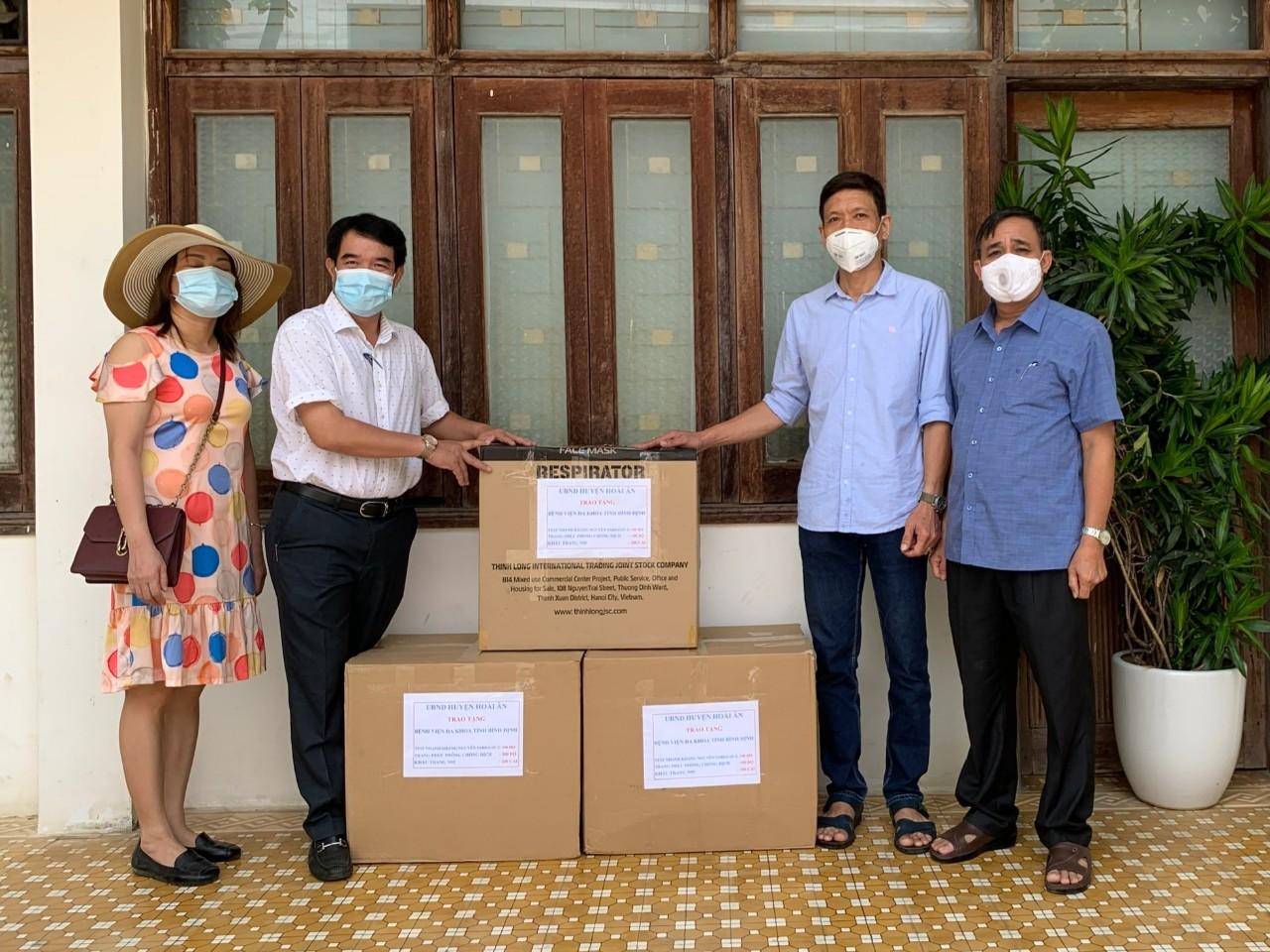 UBND huyện Hoài Ân hỗ trợ vật tư, phương tiện phòng hộ phục vụ công tác phòng, chống dịch Covid-19