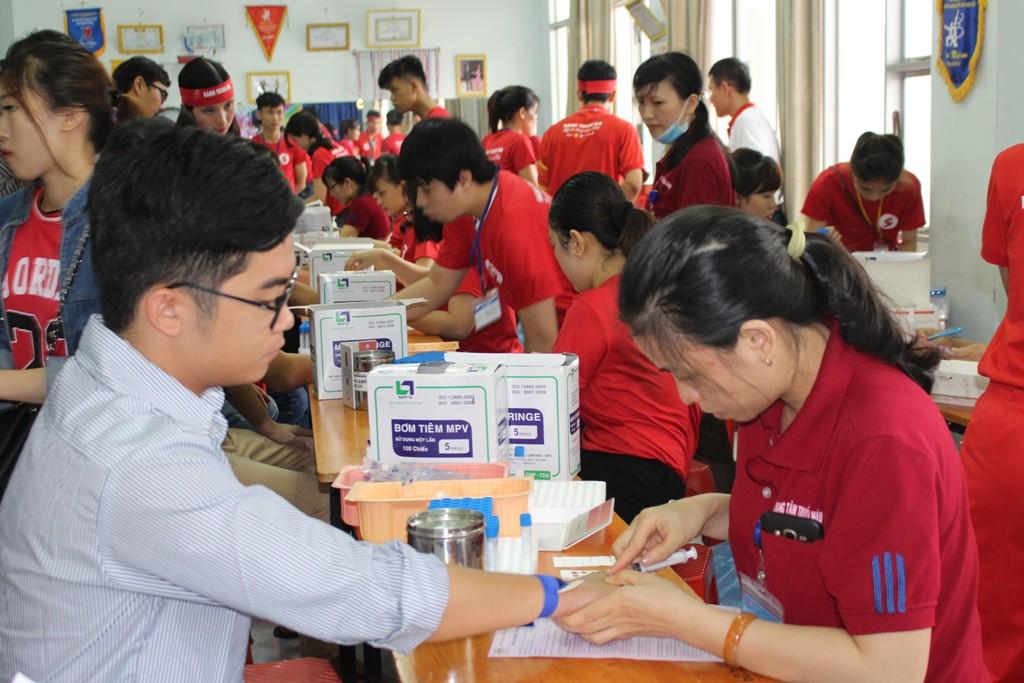 Bệnh viện Đa khoa tỉnh Bình Định hưởng ứng tích cực  Hành Trình Đỏ năm 2017
