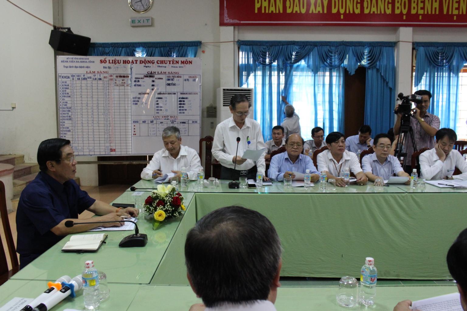 Bí thư Tỉnh ủy Nguyễn Thanh Tùng đến thăm và làm việc cùng lãnh đạo, y bác sĩ của bệnh viện Đa khoa tỉnh