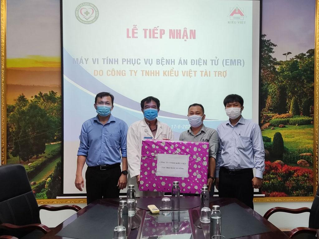 Lễ tiếp nhận tài trợ máy tính của Công ty TNHH Kiểu Việt