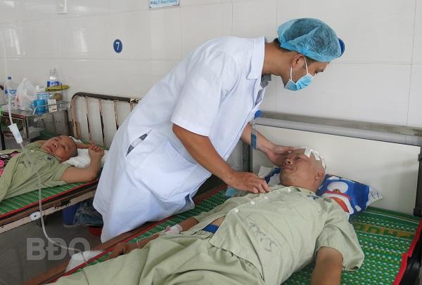 Cứu bệnh nhân bị đinh sắt đâm xuyên sọ não
