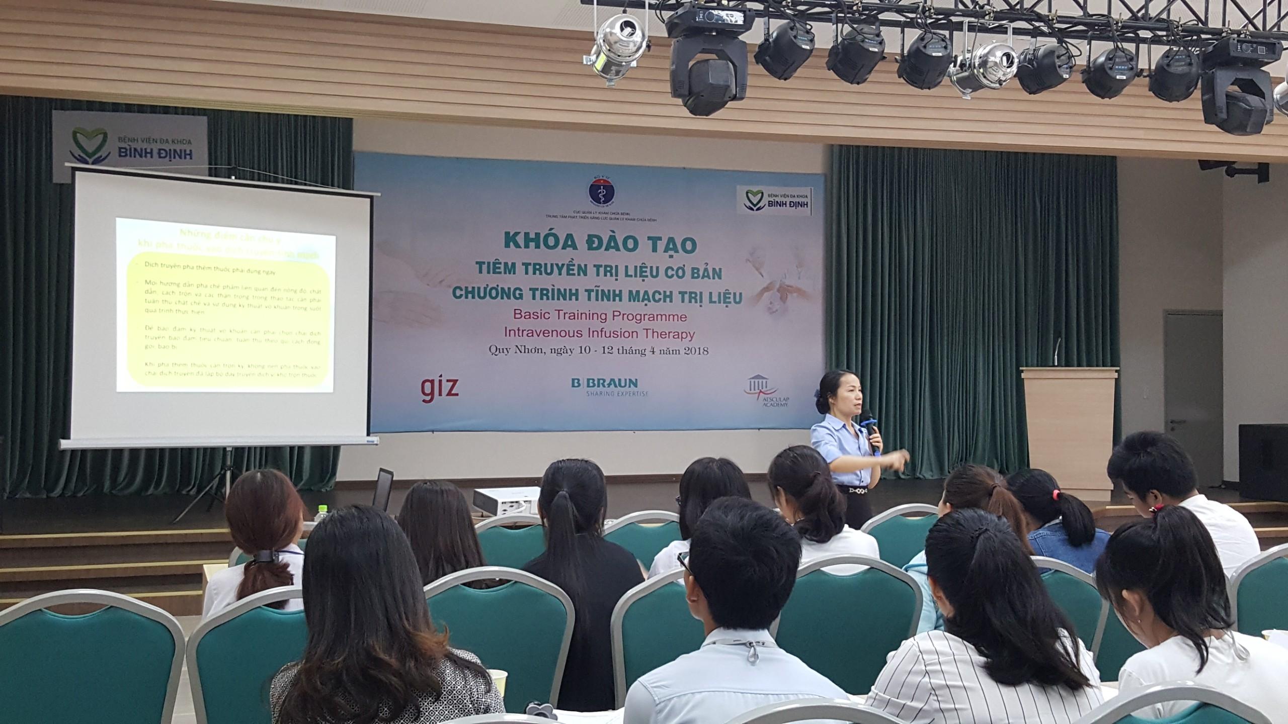 Bệnh viện Đa khoa tỉnh Bình Định tổ chức khóa đào tạo tỉnh mạch trị liệu cơ bản cho Điều dưỡng