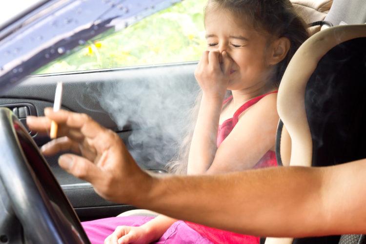 Hít khói thuốc lá thụ động chịu tác hại không kém hút thuốc lá